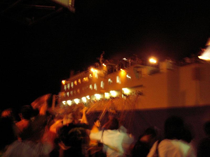 07.3名瀬港での別れ1